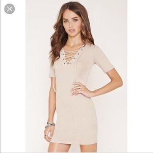 Lace up ribbed dress - nude color